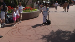 EPCOT broom artrist Tammy draws Minnie Mouse on the walkway